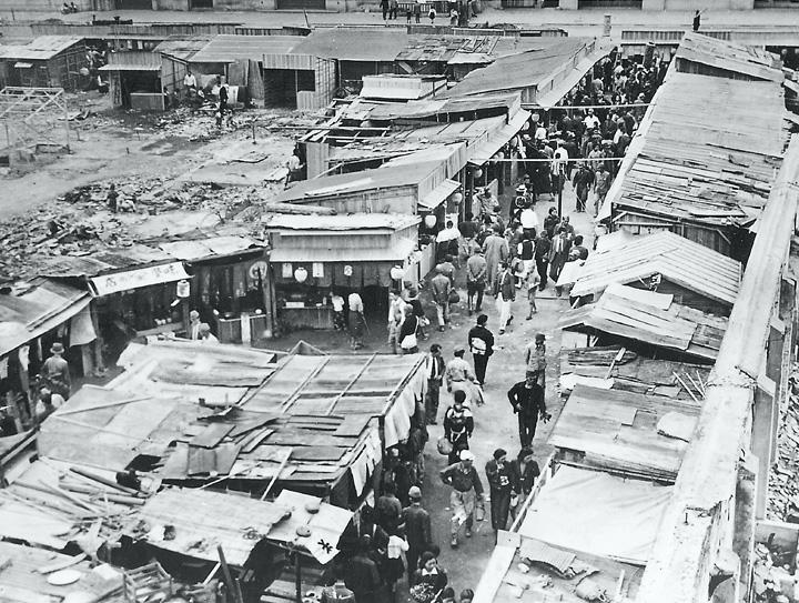 昭和20年頃栄町のバラック(名古屋市広報課提供)