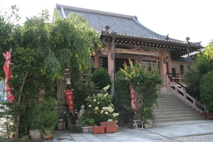 金仙寺. 写真左手の緑に囲まれた部分に赤福地蔵がある