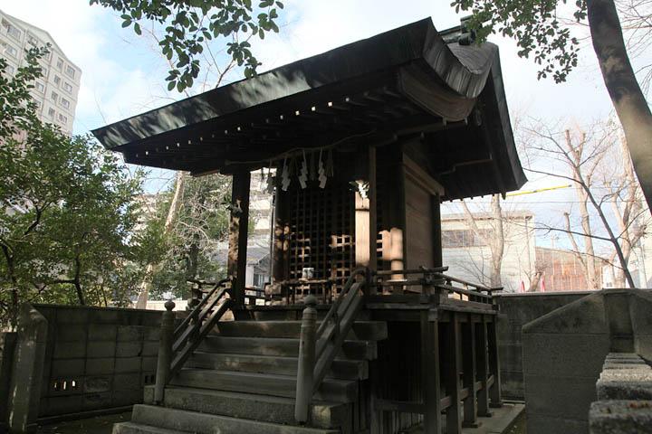 為朝、義次、景義を祀る尾頭神社. 闇之森八幡社の境内社