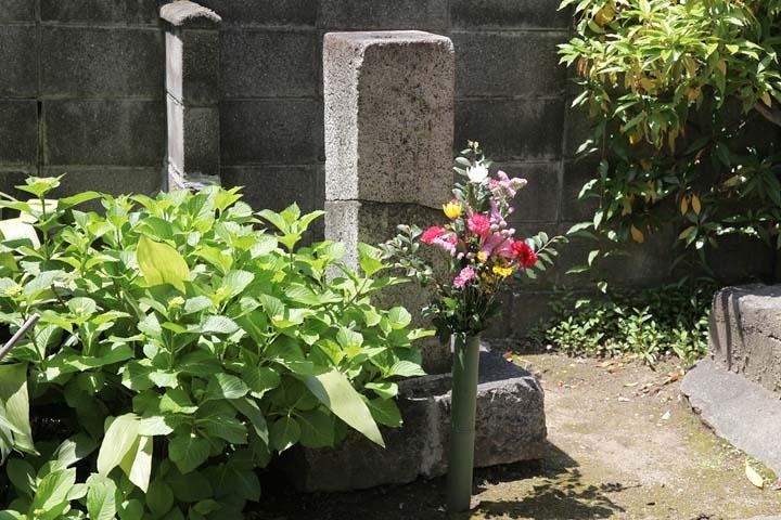 福恩寺に残る供養碑