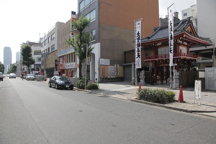 袋町通り. 写真左奥に名古屋駅前のミッドランドスクエアビルが見える