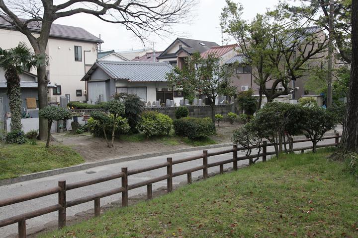 志賀公園に隣接している揚り戸古墓地