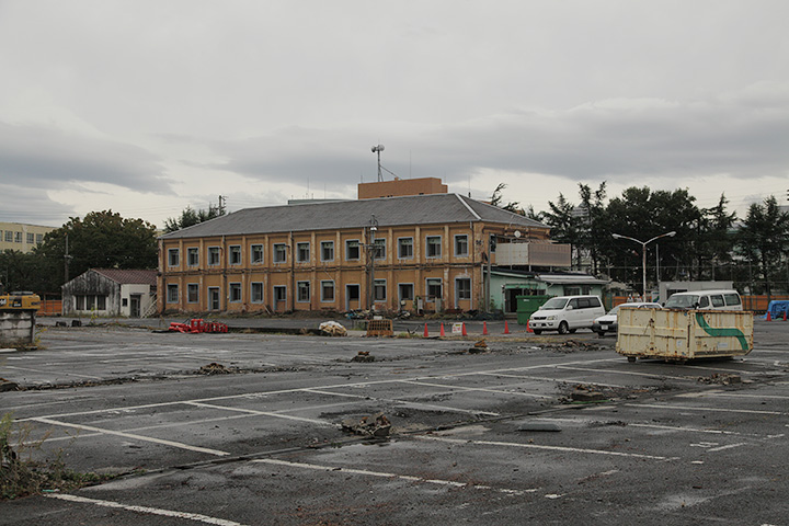 取り壊し工事中だった旧三井名古屋製糸所の赤レンガ建物。撮影:2012年10月18日